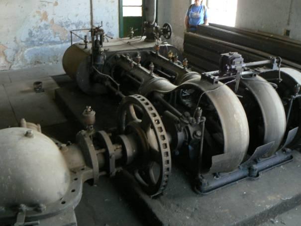 dvojvalcový parný stroj