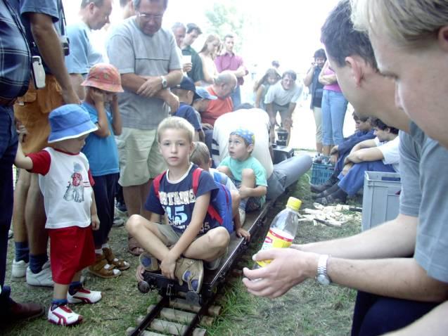 """atrakcia pre deti, vozenie parnou """"záhradnou"""" železnicou."""